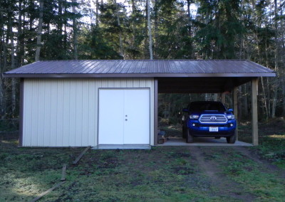 20. Workshop/storage with carport